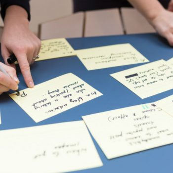People workng together using post-its